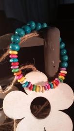 Houten kralen armband, met blauwe en multicolor kralen