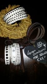 Diverse leren wikkelarmbanden wit+bruin met stoere studs