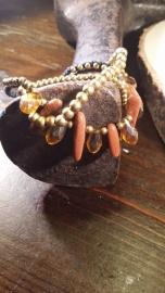 Zijden koord armband, met o.a. messing kralen