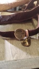 Wikkelarmband, leer bruin (Vacht) met koperen bedels en magneetsluiting