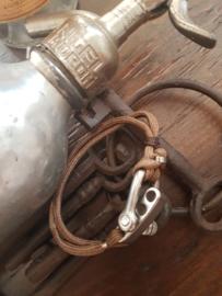 Paracord armband bruin met RVS sluiting en kralen
