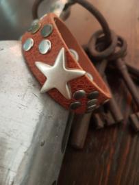 Leren Vulcano Tan kleurige armband met star en studs
