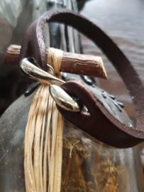 Donkerbruine leren armband met metalen haak sluiting