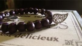 Houten kralen armband,Aubergine paars met metalen bedel