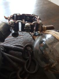 Bruin leren armband met skulls