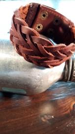 Brede leren gevlochten armband