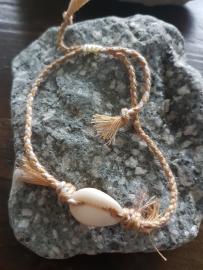 Verstelbaar geweven armbandje en schelp