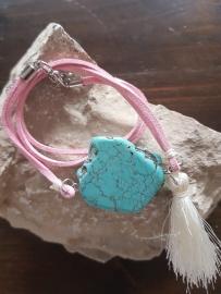 Verstelbare wikkelarmband suède rose met natuursteen en kwastje