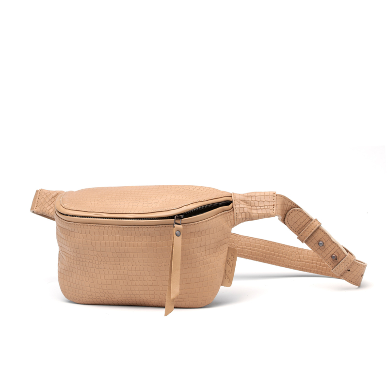 Babet Bumbag in 'Biscuit'