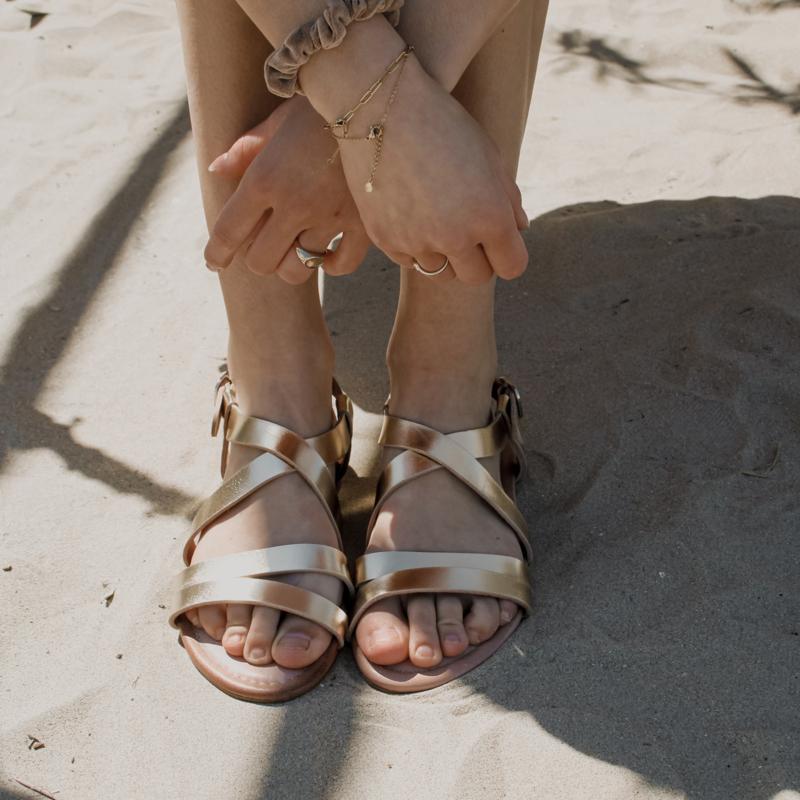 Tess sandaal in 'Gold'