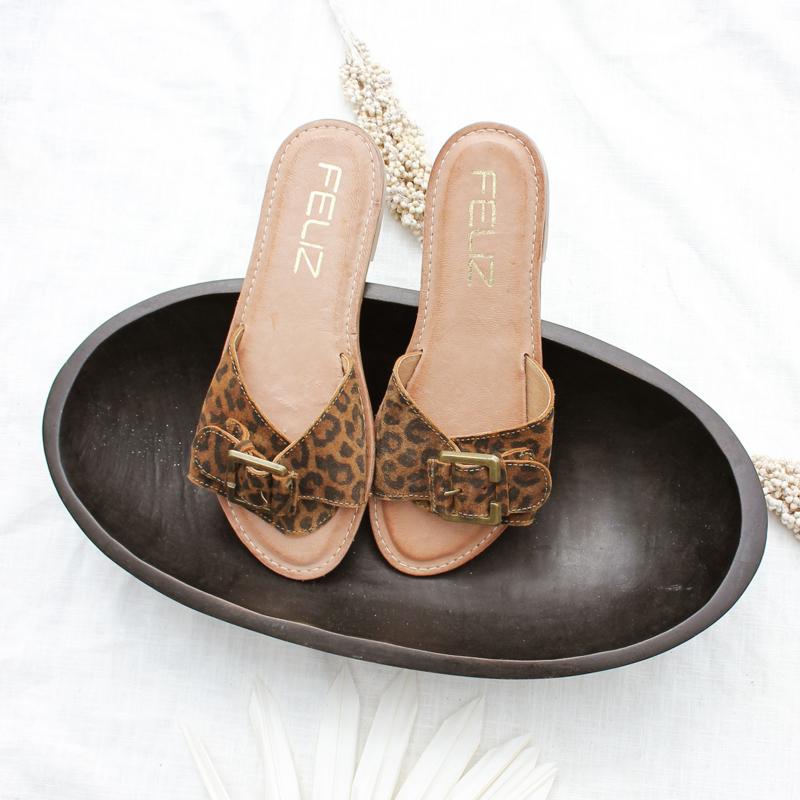 Rachel Leo slipper in 'Cognac'