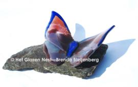 Grote paarse vlinder op Verde Alverso steen