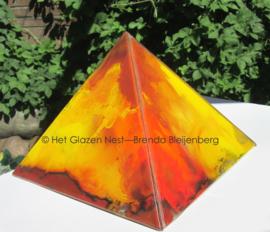 Piramide van glaskunst