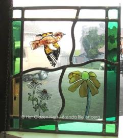 """Glas in lood raamhanger """"vogeltje met bloemen"""""""