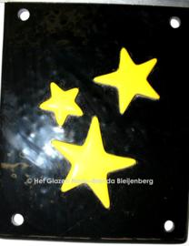 Drie gele sterren op zwart glas