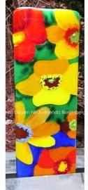 kleurige bloemen in lange glasplaat