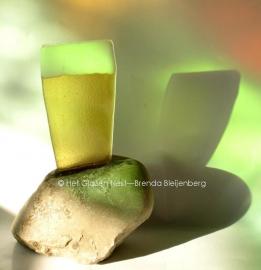 bierglas in steen als as gedenkobject