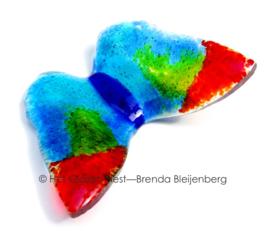 vlinder in blauwe, rood en groen