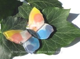 vliegend vlindertje in zachte kleuren