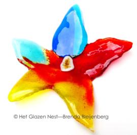 Speelse bloem in glaskunst