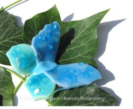 Vlindertje in teer blauw en aqua, ondoorzichtig glas