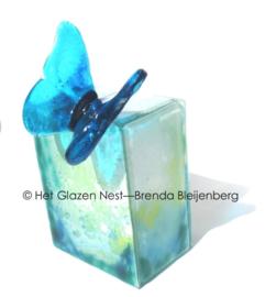 """Urn """"Aqua vlinder in het groen"""""""