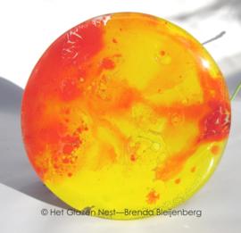 zonnestralen in cirkel van glas