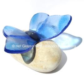 vlinder in zacht lichtblauw