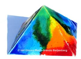 Piramide in bonte kleuren