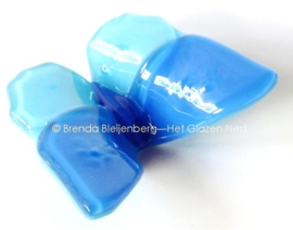 Vlinder in blauwtinten, ondoorzichtig glas