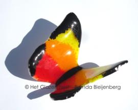 Vliegende vlinder in oranje en geel