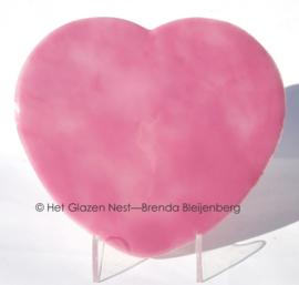 Groot hart in roze glas