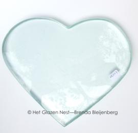 hart in blank doorzichtig glas