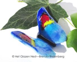 blauw vlindertje met geel en rood accent