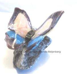 vlinder  in roze, lila en licht blauw