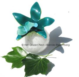 kleine vlinder op bloem als urn