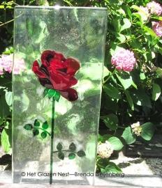 "sculptuur ""rode roos met lange steel"""
