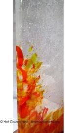 grillige object in blank en oranje glas