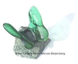 Groen vlindertje op Aventurijn steen