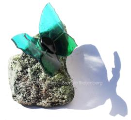 Groene vlinder  op ruwe steen