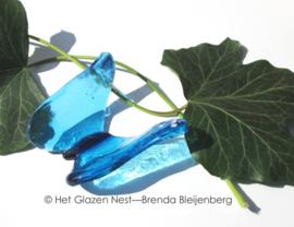 vliegende vlinder in zee blauwe kleuren