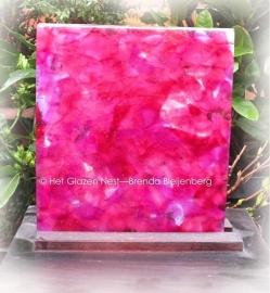 vierkante glas tegel in roze kleuren