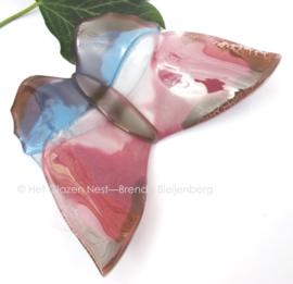 vlinder in oud roze en licht blauw