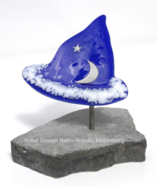 Tovenaars hoed als gedenkkunst