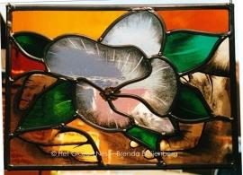 """Glas in lood raamhanger """"Handen om de lotus"""""""