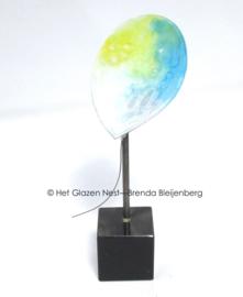 Glazen ballon in steen