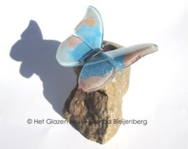 Vliegende vlinder  in pastel blauw en roze