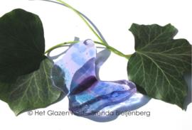 klein speels vlindertje in lavendel, lila en zeegroen