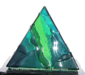 Piramide in blauwgroen