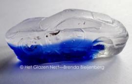 speelgoed auto Porsche in blank en blauw glas